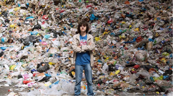 A young boy who cleaned the ocean from rubbish