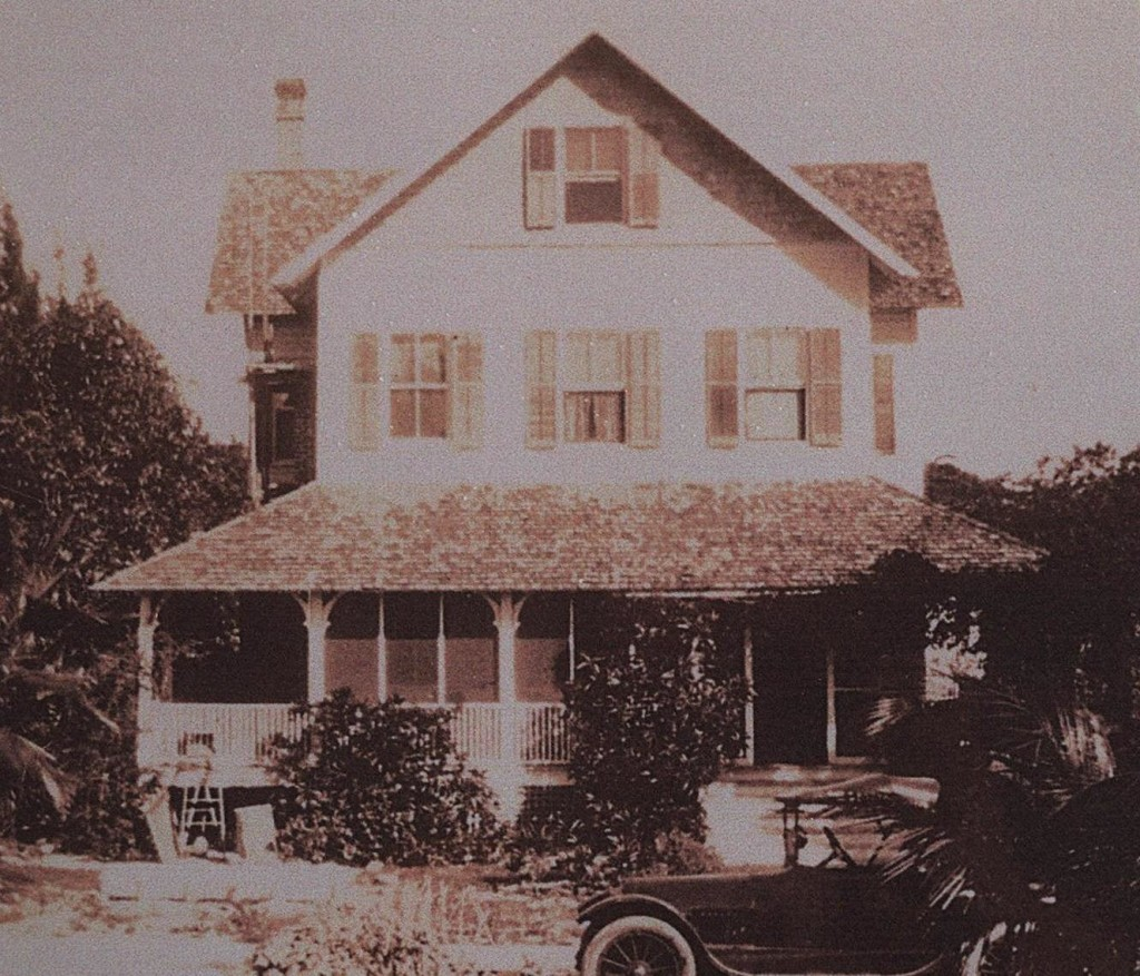 Riddle House, la casa con il fantasma dell'impiccato