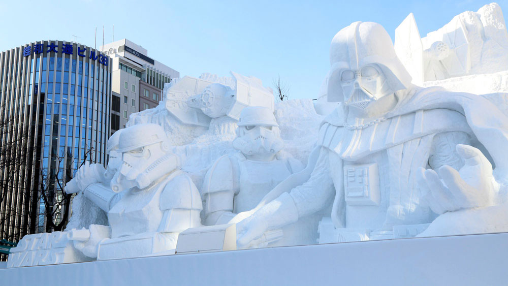 Incredibile scultura di neve: guerre stellari